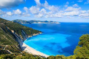 Playa de Myrtos en la Isla de Cefalonia en Grecia