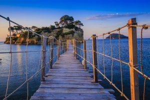 Puente de madera de Agios Sostis en en Grecia Islas Jónicas