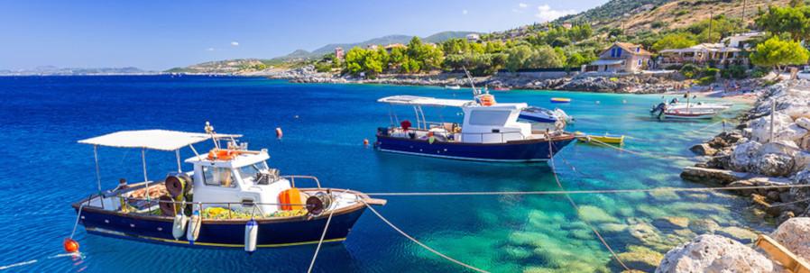 Barcos pesqueros en la costa de Zakynthos