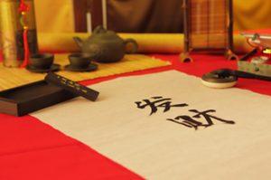 Letras chinas sobre papel de arroz