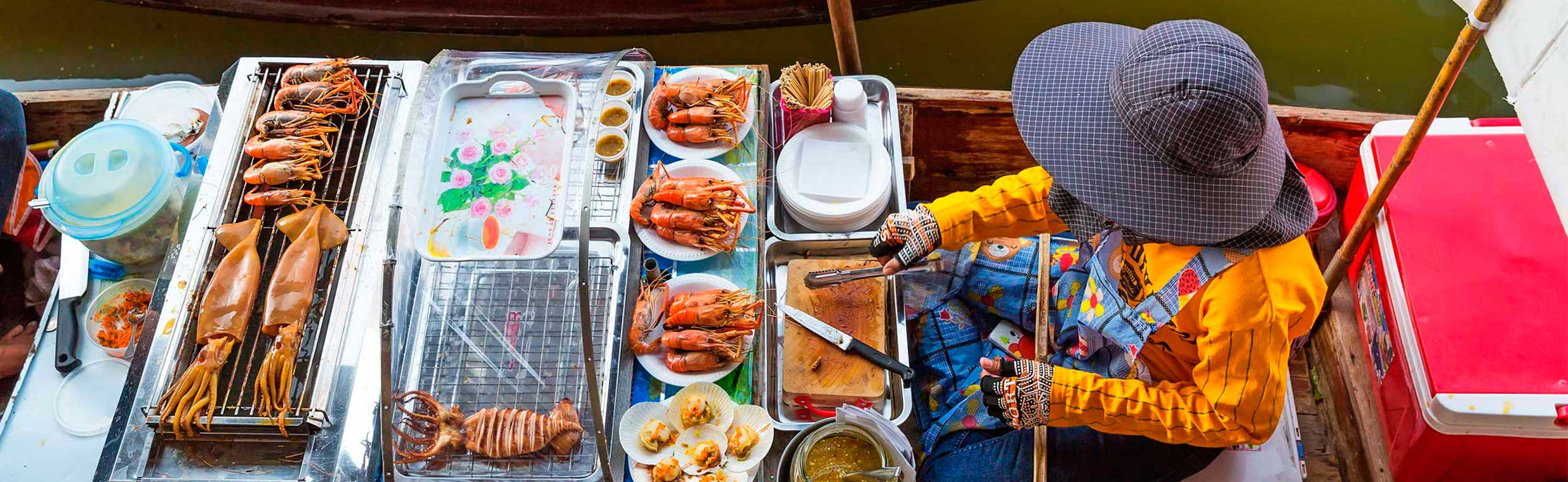 Mercado flotante en Asia