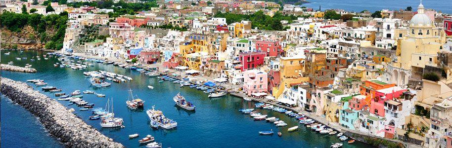 Isla de Procida en el golfo de Nápoles