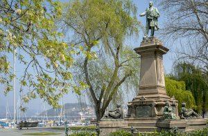 Estatua de Elduayen en Vigo