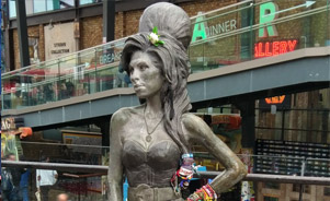 Camden Town, estatua Amy Winehouse