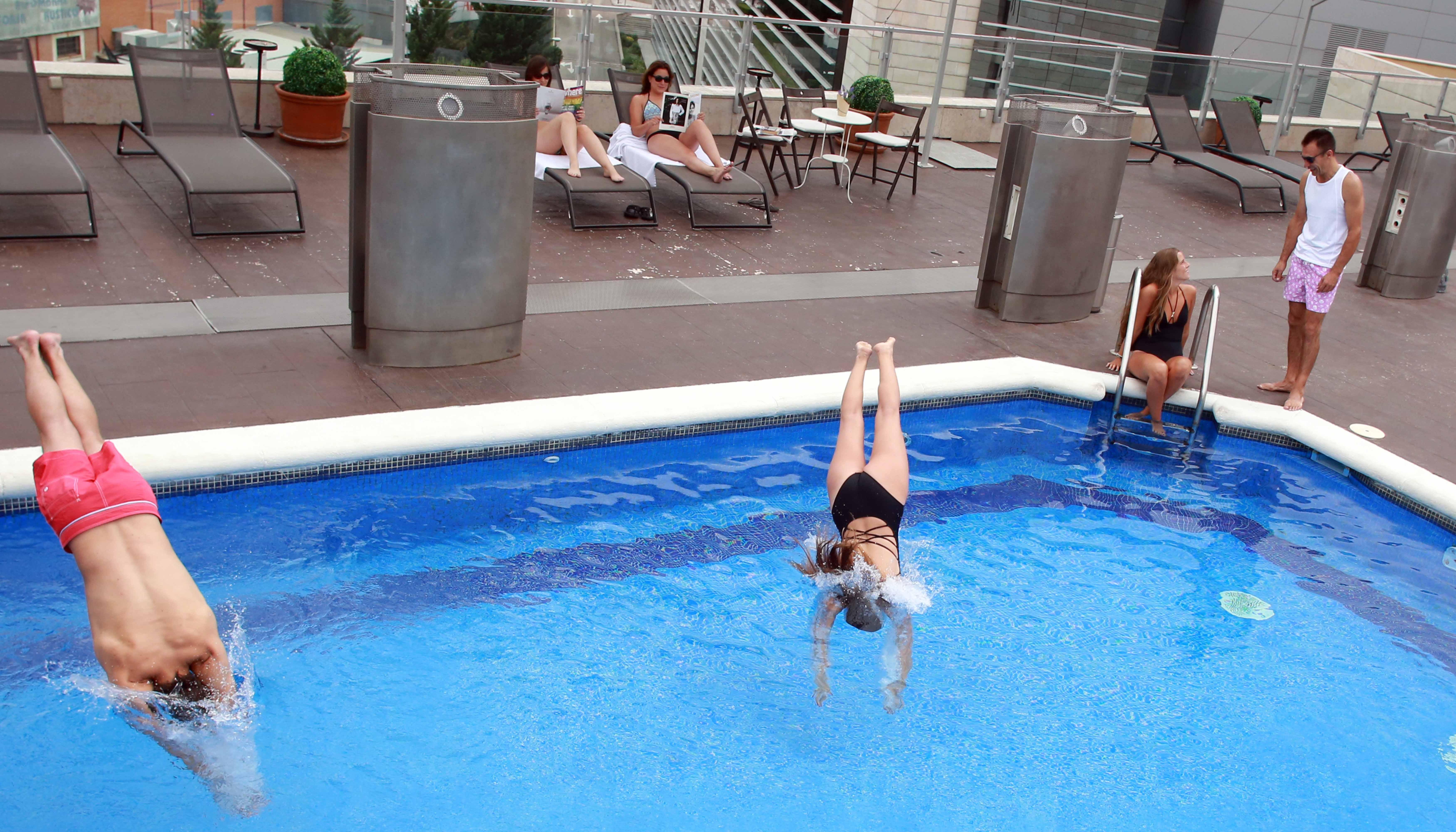 Amura alcobendas hotel en alcobendas viajes el corte ingl s for Piscina alcobendas