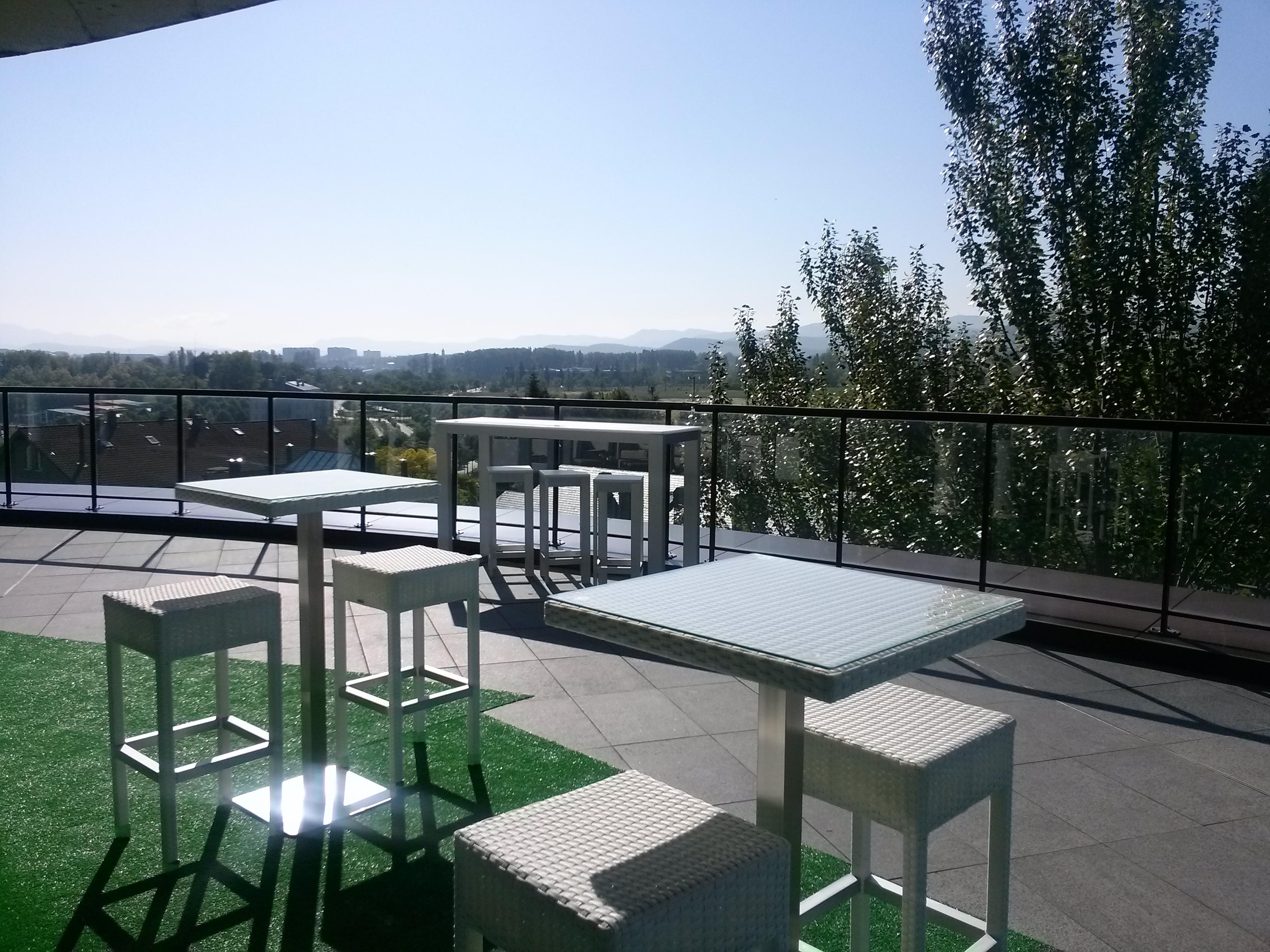 Zenit jardines de uleta suites hotel en vitoria viajes for Hoteles de lujo en vitoria
