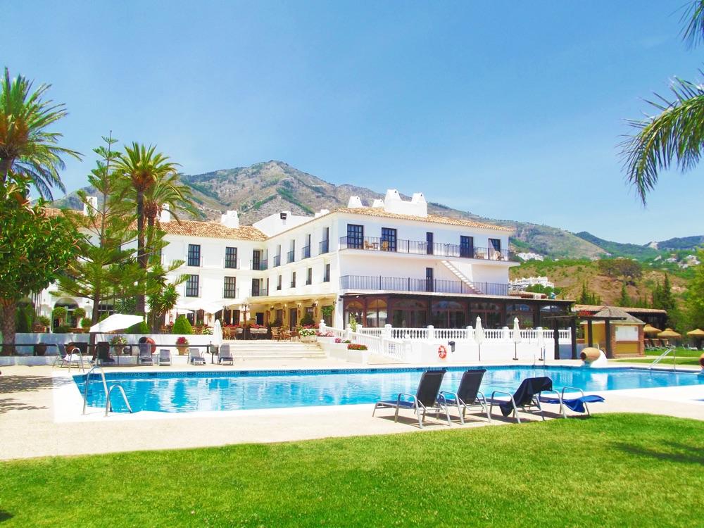 Hoteles con piscina cubierta en mijas espa a viajes el for Piscina el corte ingles
