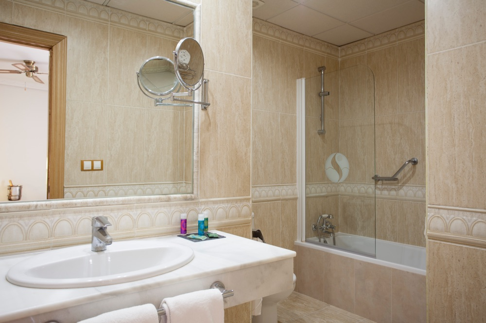 Hotel f nix torremolinos adults only hotel en for Bathroom showrooms costa del sol