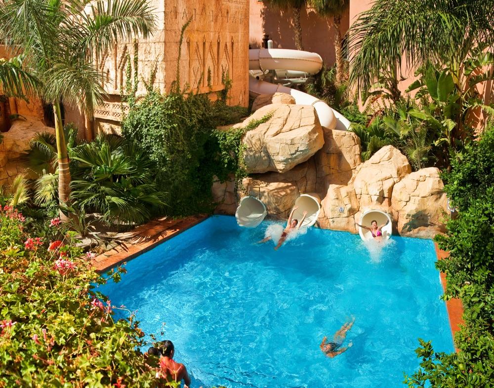Hotel playacalida spa hotel hotel en almu ecar viajes for Piscinas con toboganes