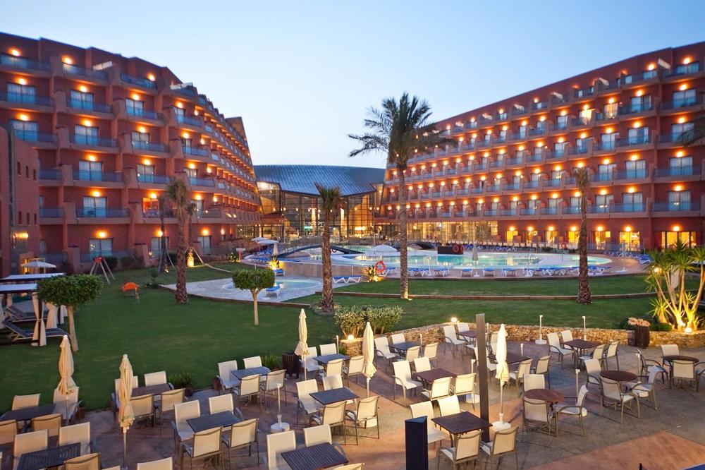 Hoteles con piscina cubierta en roquetas de mar espa a for Hoteles en madrid con piscina cubierta