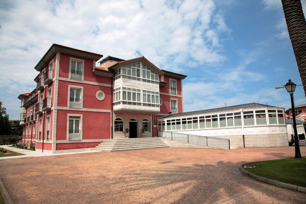 Hoteles con piscina cubierta en asturias provincia for Hoteles con piscina asturias