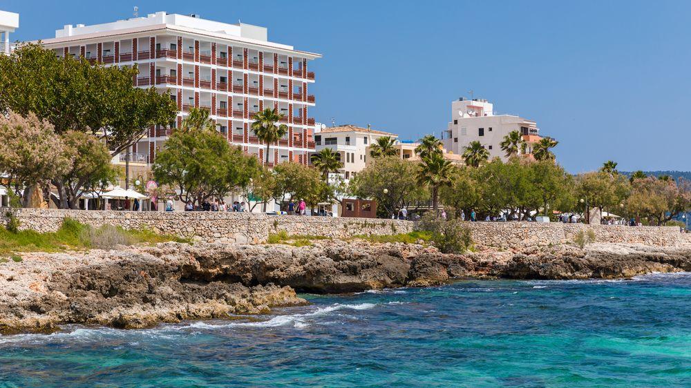 Hoteles con piscina cubierta en cala millor espa a for Piscina el corte ingles