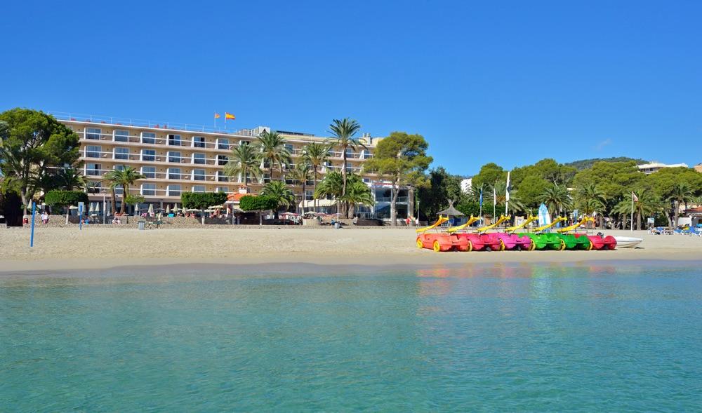Hoteles con piscina cubierta en mallorca isla espa a for Hoteles en madrid con piscina cubierta
