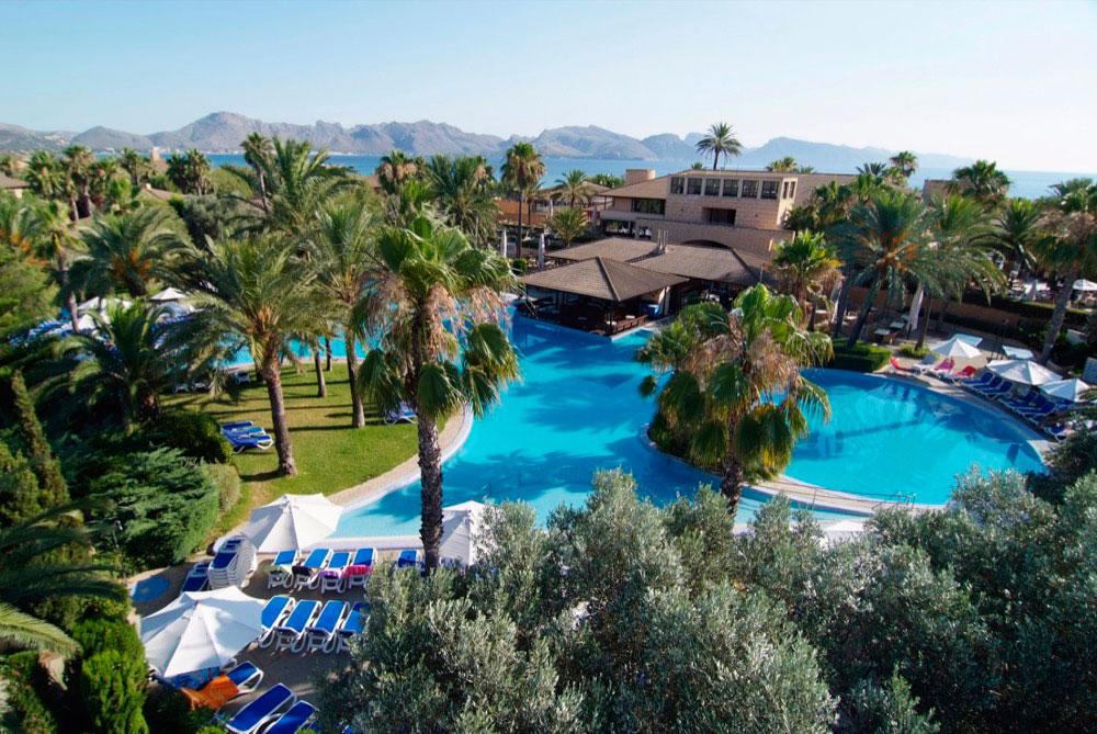 Hoteles con piscina cubierta en pollensa espa a viajes for Hoteles en madrid con piscina cubierta