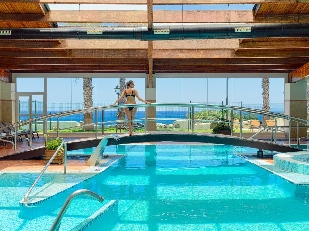 H10 rubic n palace hotel en playa blanca viajes el - Spa aguas de barcelona ...