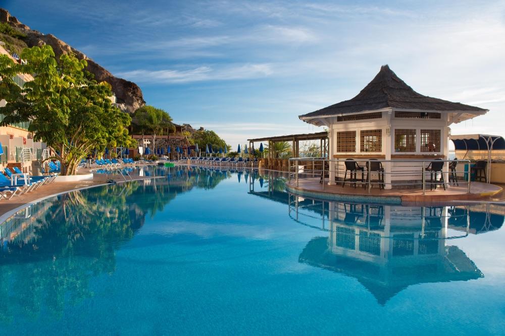 Hotel mog n princess beach club hotel en mog n viajes for Piscinas el corte ingles 2017