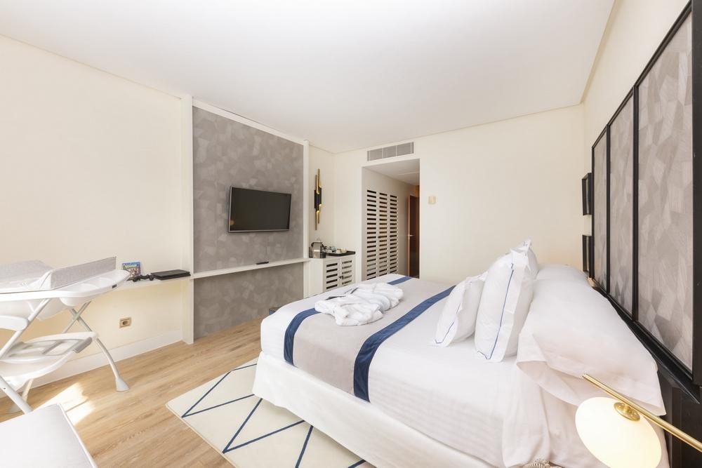 Hotel be live experience la ni a hotel en costa adeje for Habitacion familiar tenerife