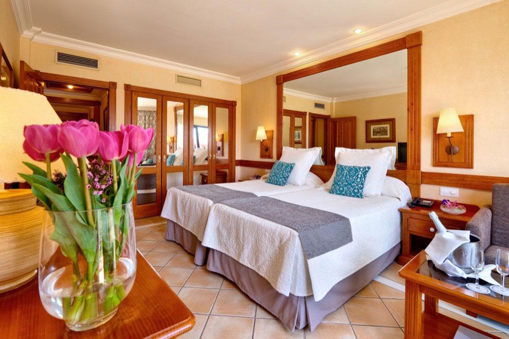 Gf gran costa adeje hotel en costa adeje viajes el for Hoteles con habitaciones comunicadas