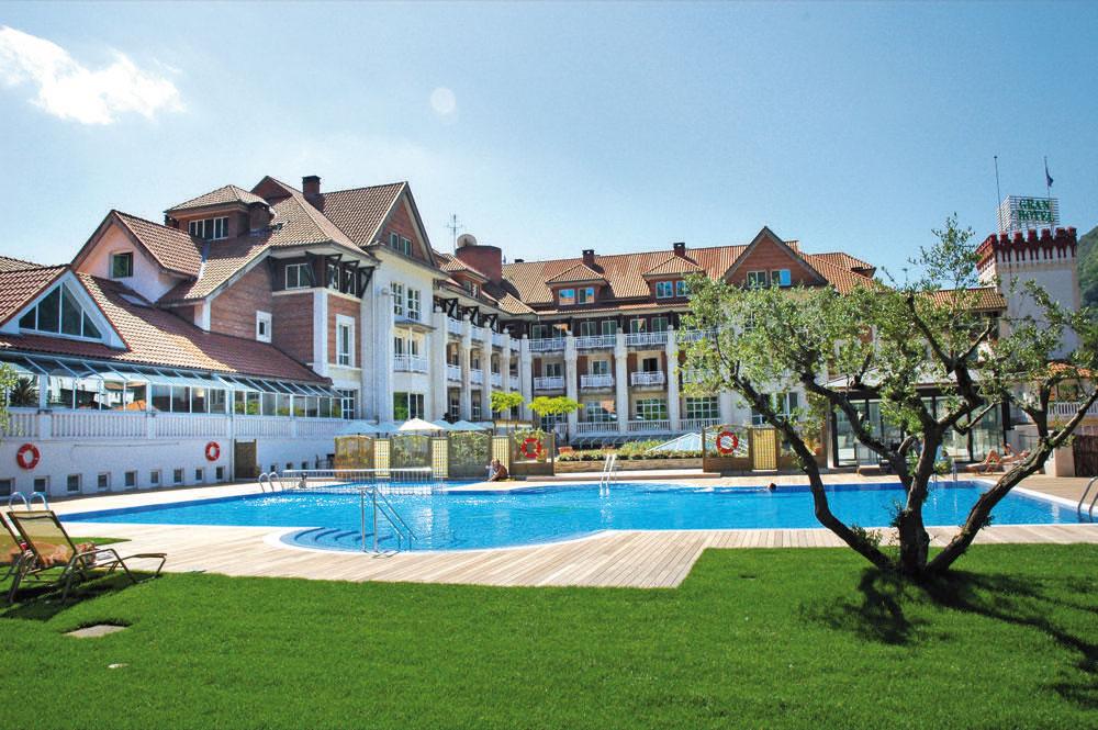 Gran hotel balneario puente viesgo hotel en puente viesgo for Balneario de fortuna precios piscina