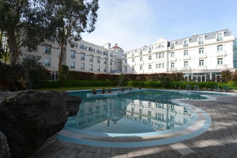 Castilla termal balneario solares hotel en solares for Balneario de fortuna precios piscina