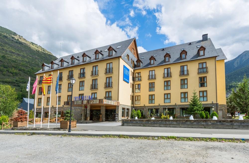 Hoteles con piscina exterior en pirineo catal n espa a - Hotel en pirineo catalan ...