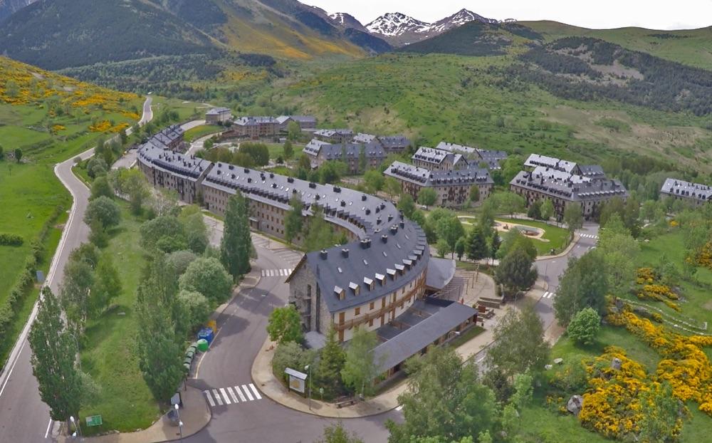 Hoteles con pista de tenis en l rida provincia espa a viajes el corte ingl s - Apartamentos boi taull resort ...