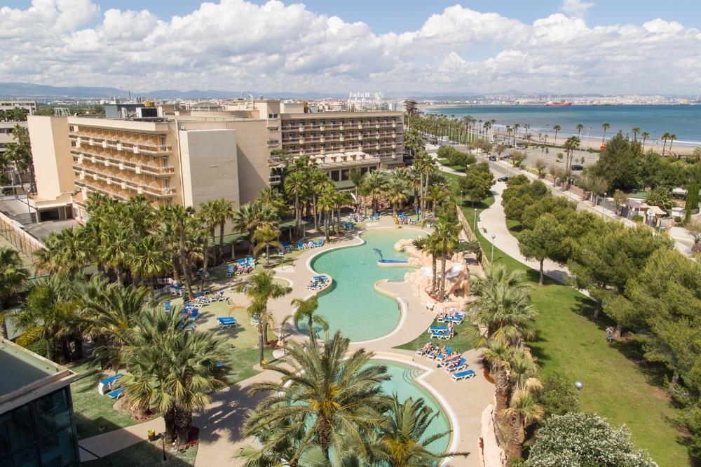 Hoteles con tiendas en el hotel en la pineda espa a for Hoteles recomendados en madrid