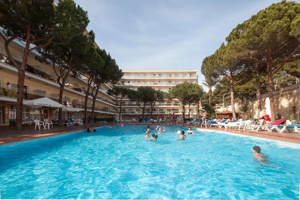 Oasis park hotel en salou viajes el corte ingl s for Pediluvio piscina