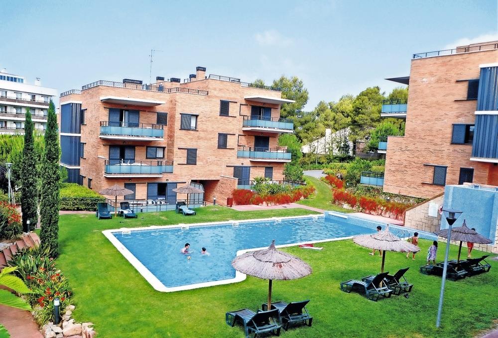 Hoteles con piscina exterior en costa dorada viajes el for Piscina el corte ingles