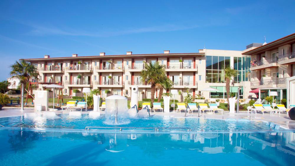 hoteles con piscina para ni os en r as bajas espa a
