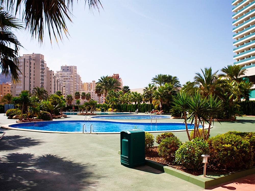 Apartamentos coral beach unitursa hotel en calpe viajes for Piscinas el corte ingles 2017