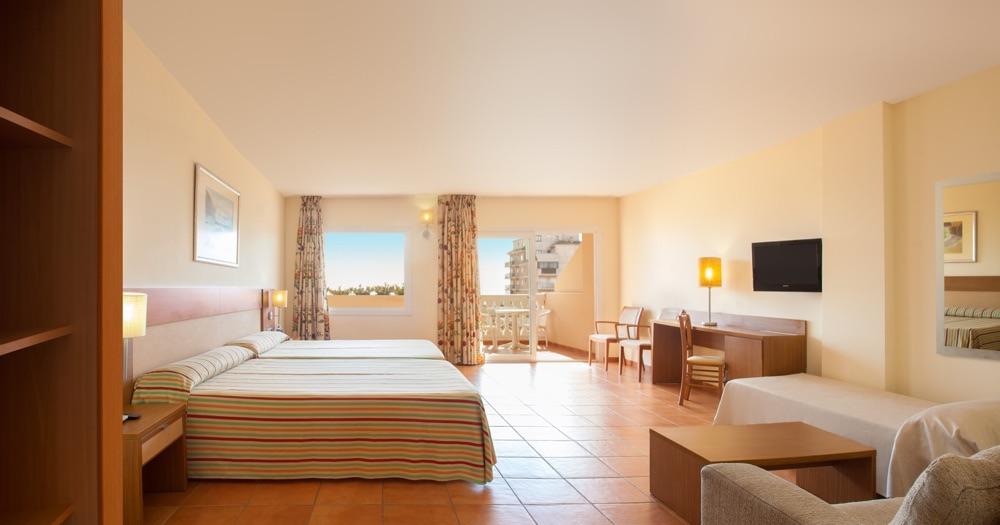 Hotel rh casablanca suites hotel en pe scola viajes for Habitaciones familiares valencia