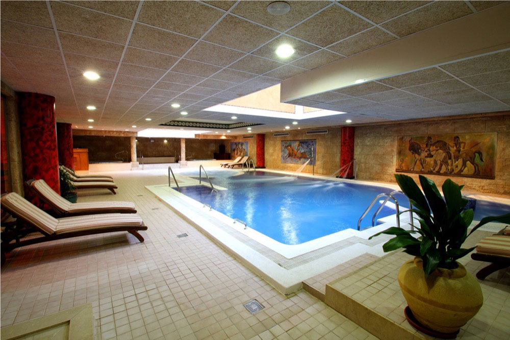 Pe scola plaza suites hotel en pe scola viajes el for Hotel spa 13