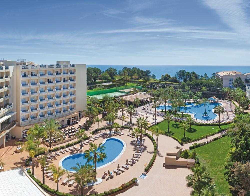 Hoteles con piscina cubierta en olhos de agua portugal for Hoteles en madrid con piscina cubierta